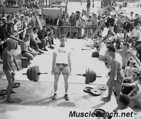 El lugar de nacimiento del culturismo Muscle-beach-venice-weightlifting-contest